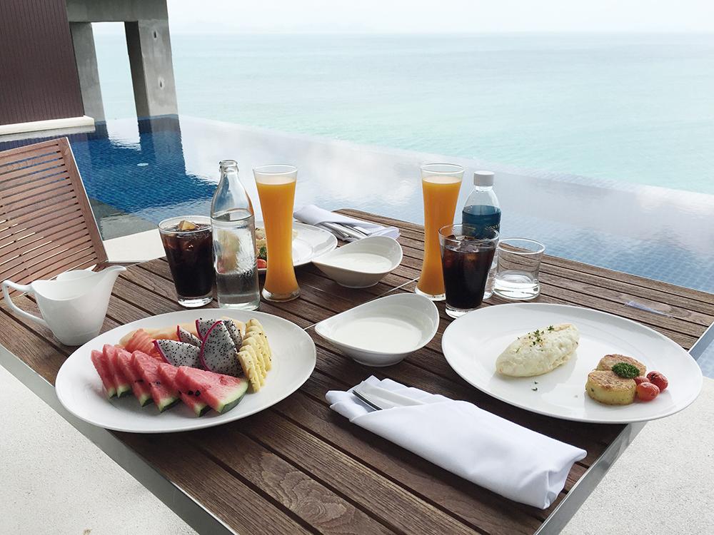 Girl_a_la_mode_for_Conrad_Koh_Samui_breakfast-2