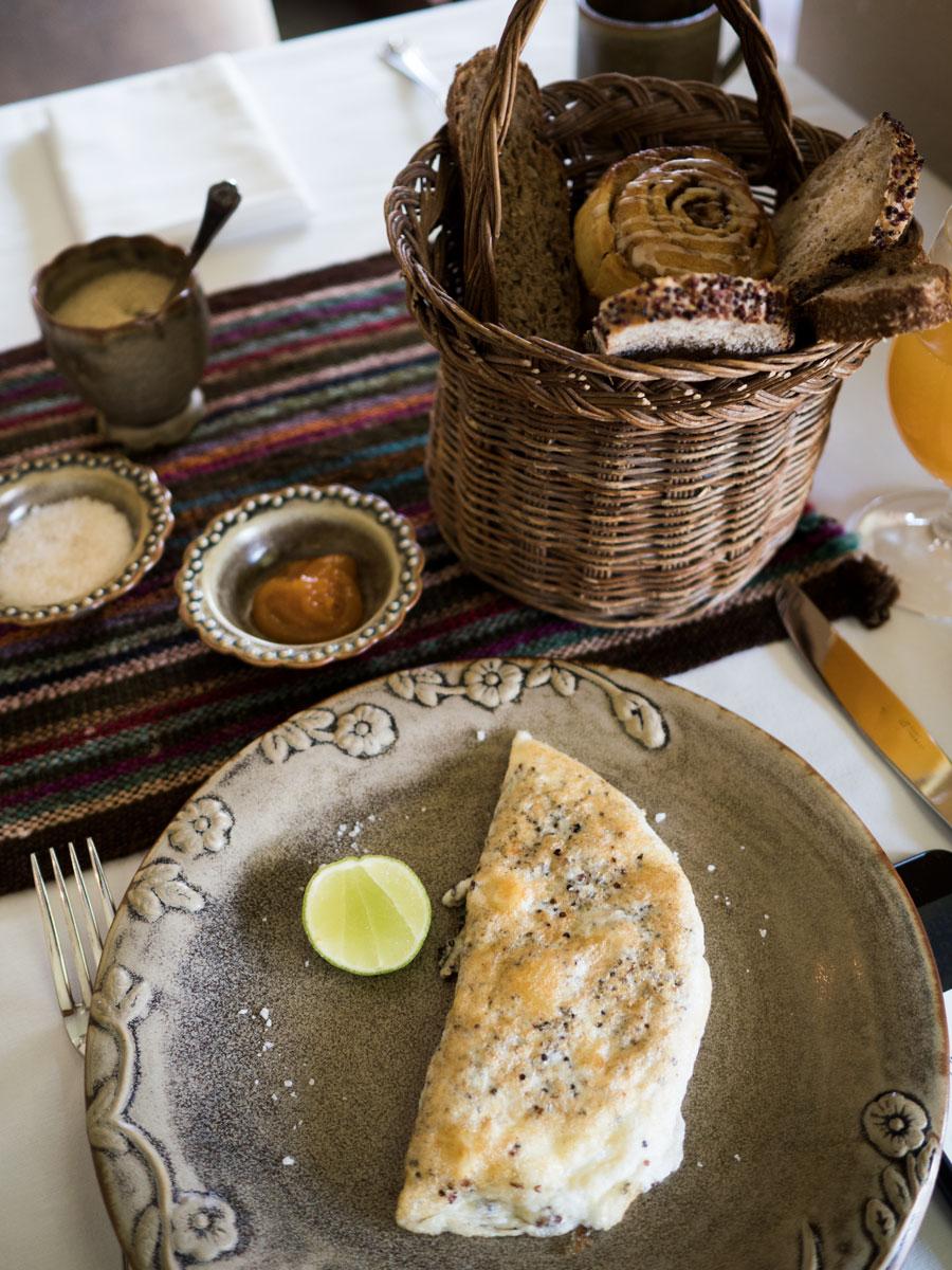 Peru-Inkaterra-Urumbamba-interior-breakfast-1