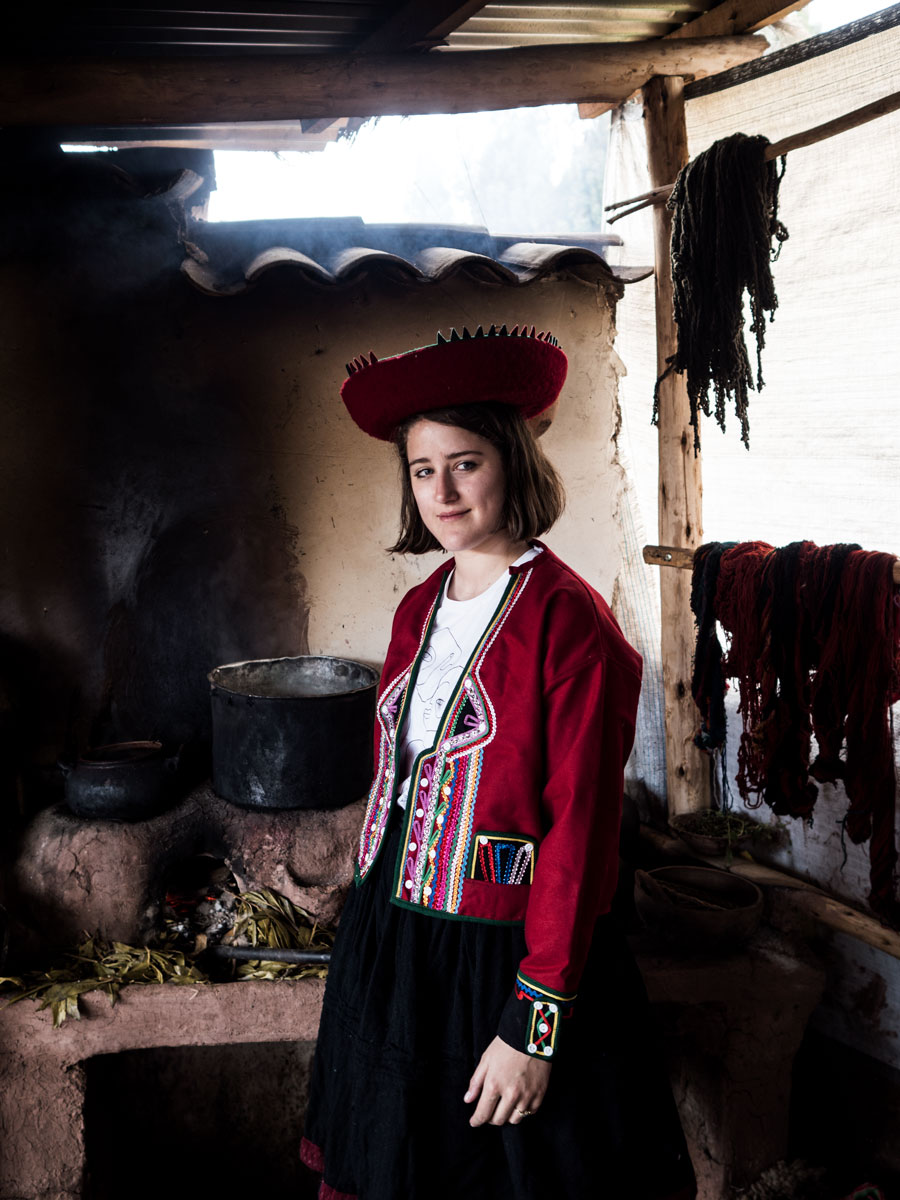 Peru-andean-women-kitchen-me