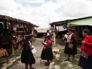 Peru-andean-women-village